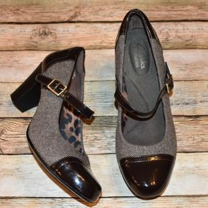 Clarks Brown Patent Leather Tweed Mary Janes 7